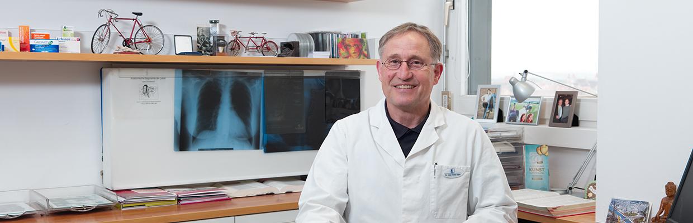 dr-med-peter-klein-schreibtisch